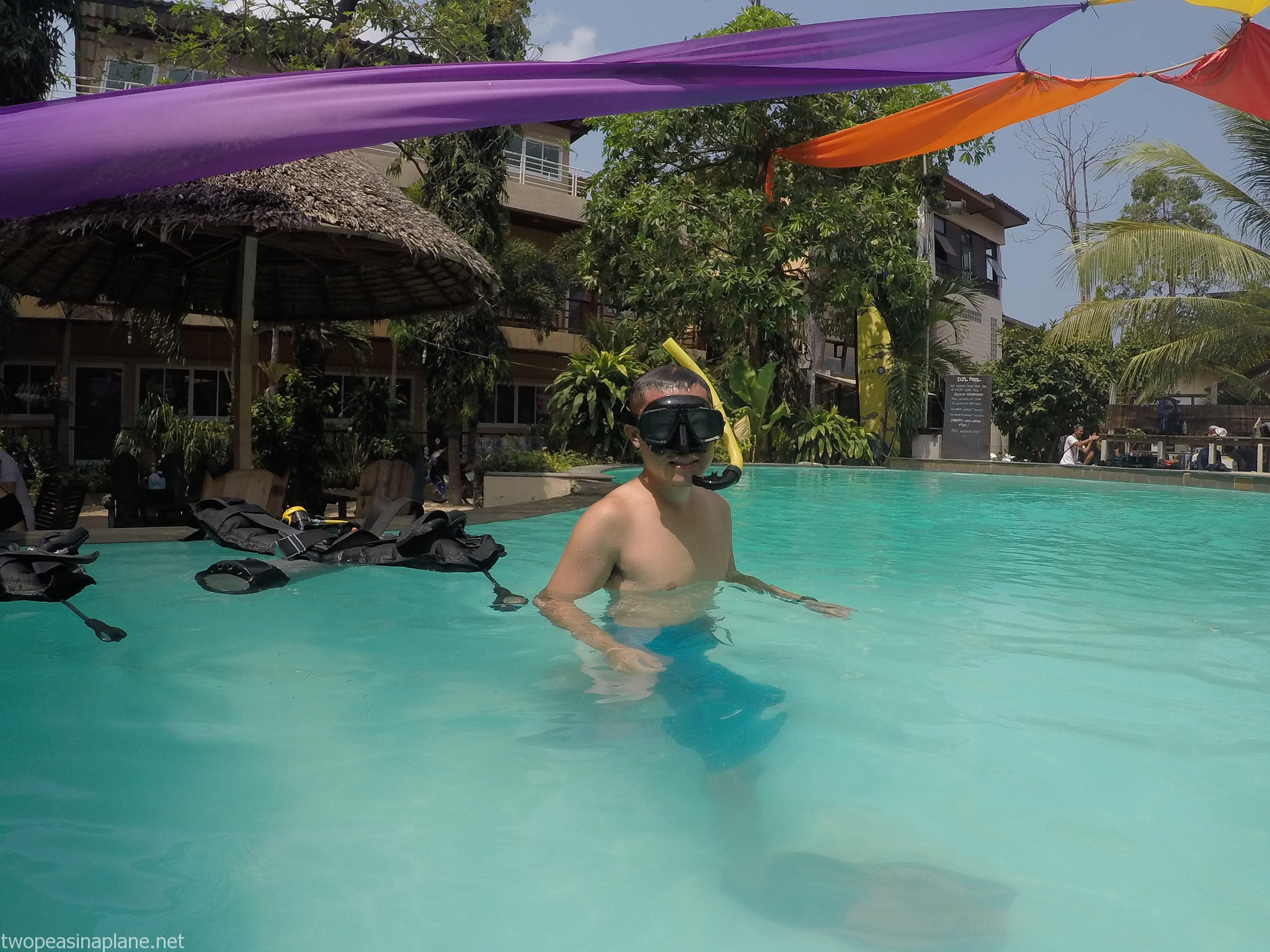 Learning to scuba dive in koh tao thailand two peas in a plane - Dive in koh tao ...